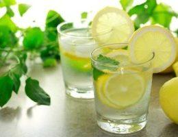 Миниатюра к статье 5 причин выпить воду с лимоном натощак утром: