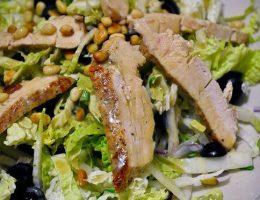 Миниатюра к статье Салат из пекинской капусты с овощами и курицей