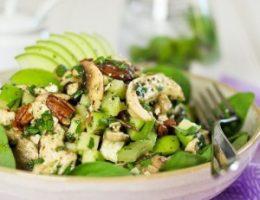 Миниатюра к статье Салат с курицей, зеленым яблоком и фетой