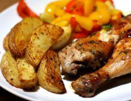 Миниатюра к статье Курица с запеченным картофелем