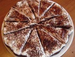Миниатюра к статье Лёгкий торт «Тает во рту»