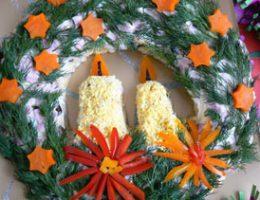 Миниатюра к статье Салат «Рождественский веночек»