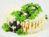 Миниатюра к статье Салат с лососем и маслинами