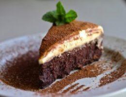 Миниатюра к статье Трюфельный торт с муссом из белого шоколада